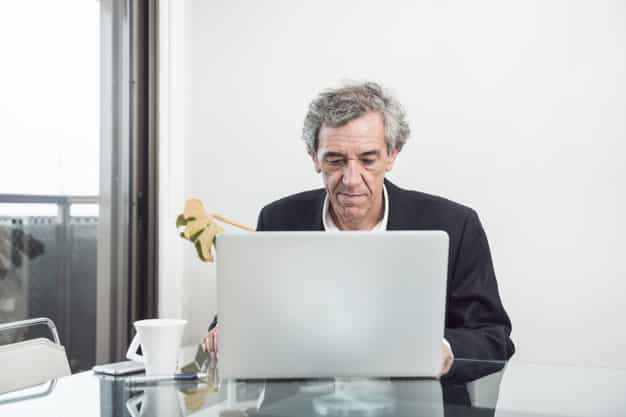 hombre mayor de 52 buscando prestación