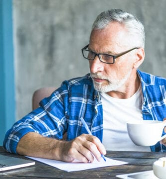 desempleado mayor de 45 años